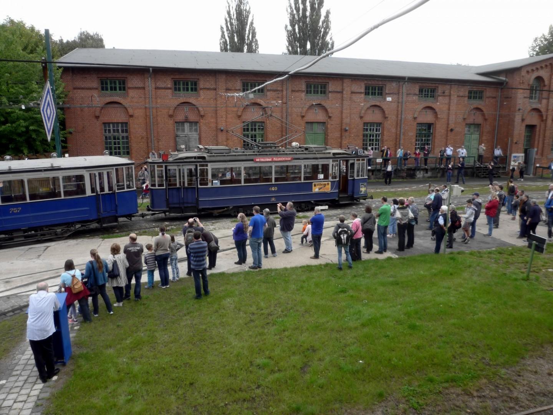 Viele der Wagen des Straßenbahn-Museums werden bei der beliebten Tramparade fotogerecht präsentiert.